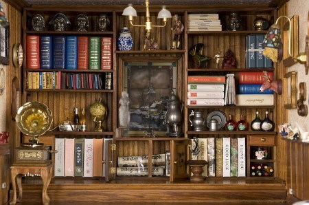 library-bosdyk-dollhouse