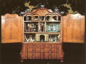 sara-rothe-cabinet-dollhouse-gemeente-museum