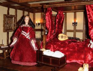 tudor-dolls-house-bedchamber