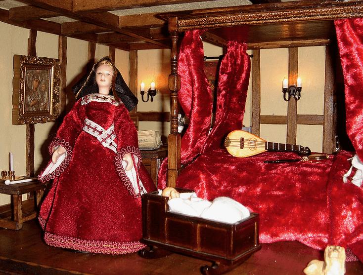 tudor- dolls-house-bedchamber