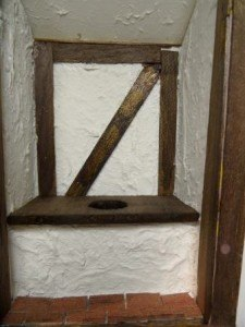 dollhouse-miniature-tudor-garderobe-interior