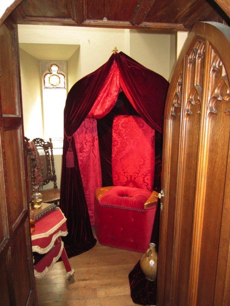 henry-VIII-royal-closed-stool-chamber-pot