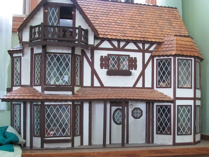dollhouse-tudor-windows
