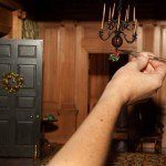 mistletoe-christmas-Thorne-room-Virginia-Entrance-hall