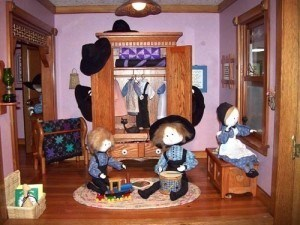 tudor-dollhouse-Pat-Moss-museum