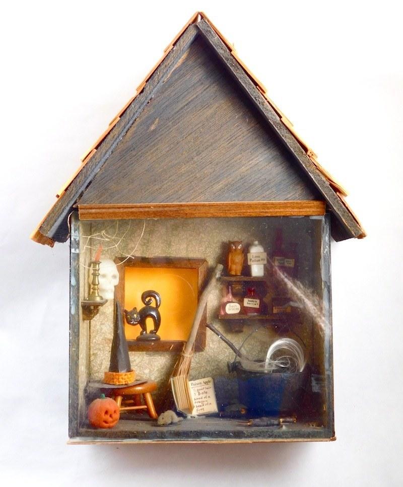 witchs-shack-halloween-room-box-miniature