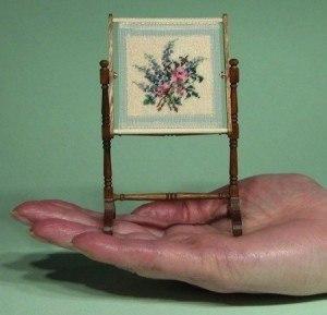 biedermeier-dollhouses-needle-work