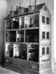 typical-nuremberg-dollhouse-17th_century-puppenhausen