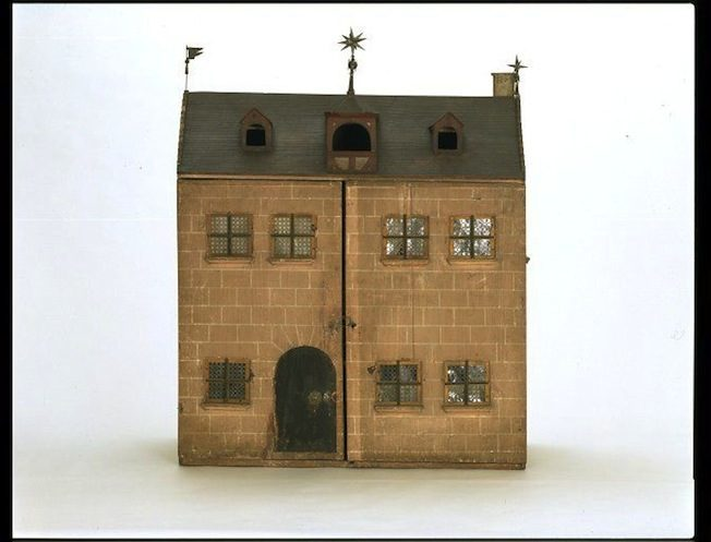 nuremberg-house-facade-dollhouse
