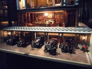 queen-mary-dolls-house-garage