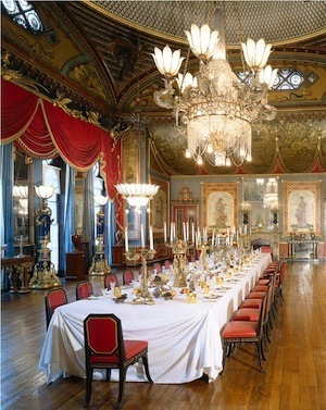 royal-pavilion-banqueting-room-table