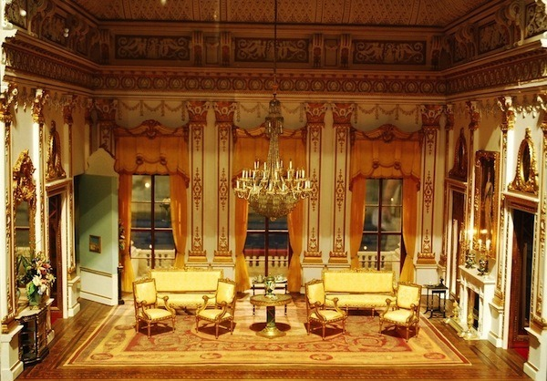 negative-space-buckingham-palace-drawing-room