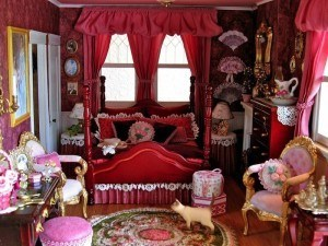 victorian-accessories-bedroom-very-red