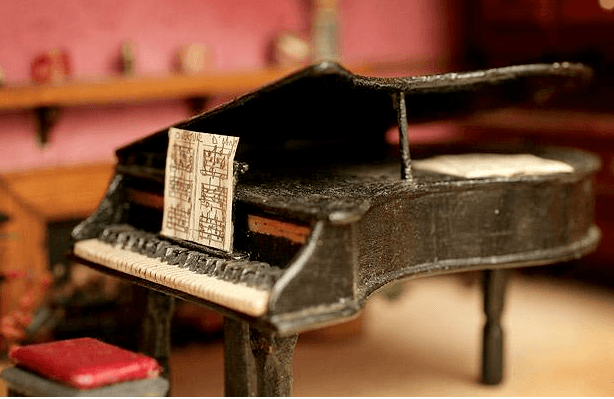 peter-riches-dolls-house-piano