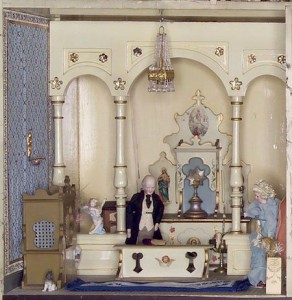 spanish-mansion-dollhouse-chapel