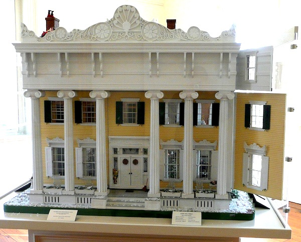 large-dollhouse-facade