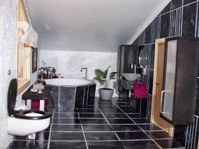 modern dollhouse-bathroom-spa-grey