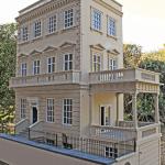 The Hartnell's Kensington House