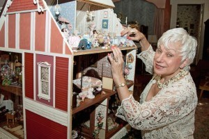 bonnie-broel-house-of-all-seasons-dollhouse