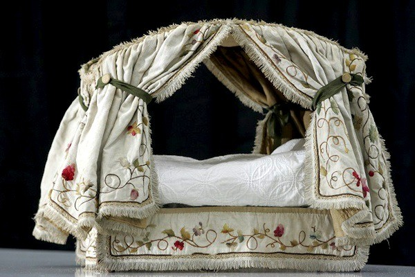 kew-palace-dollhouse-embroidered-bed
