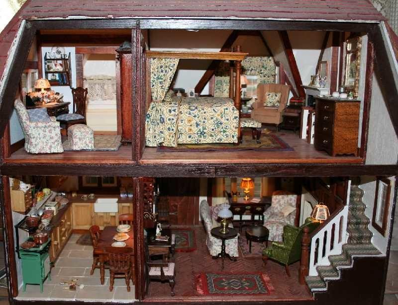 The Tudor Bedchamber | Dollhouse Decorating